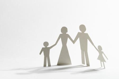 simbolo uomo donna: famiglia di carta la sua lei e due figli Archivio Fotografico