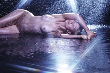 nude woman portrait in water sudio Stock Photo - 10705754