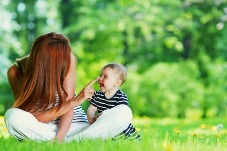 love park: Happy mother and daughter on the green grass Stock Photo