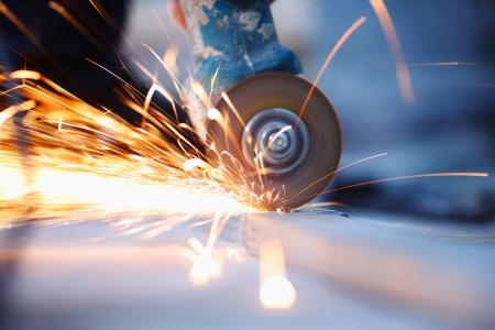 molinillo: corte de metal de cerca