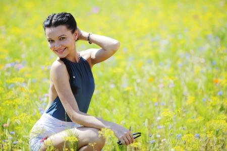 sexy young girls: Красивая брюнетка на открытом воздухе Фото со стока