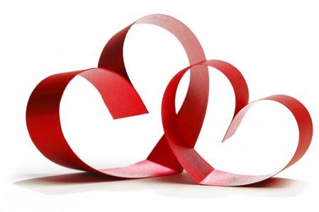 Linten in de vorm van harten op wit, Valentijnsdag concept van