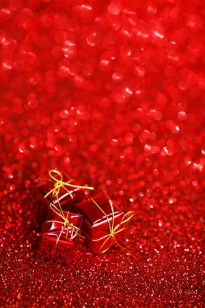 christmas bow: Small decorative gift boxes on shiny glitter background