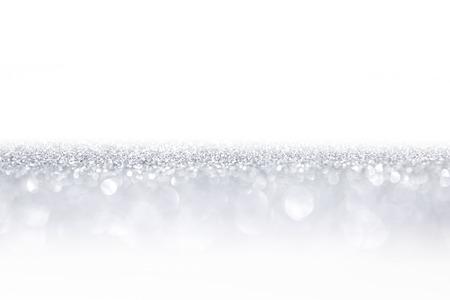 아름 다운 밝은 나뭇잎 조명과 흰색 복사본 공간 실버 반짝이 배경
