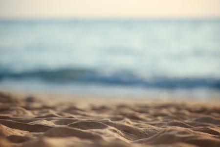 Close up von Sand des Strandes mit unscharfen Hintergrund Meer Standard-Bild