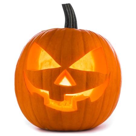 白い背景に分離したハロウィンかぼちゃ