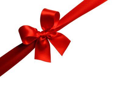 Fiocco regalo rosso isolato su sfondo bianco