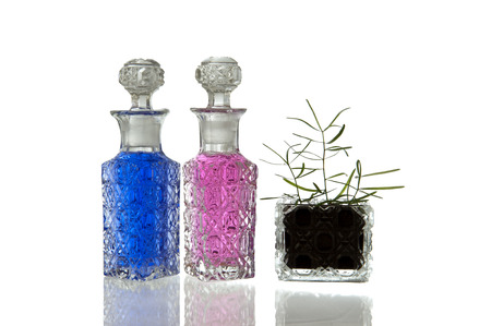 spunky: Pink and blue crystal glass carafe with decorative facet structure and plant