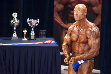 lea: Male bodybuilders showing his best chest pose at the 38th Dutch National Championship Bodybuilding and Fitness of the IFBB Netherlands (NBBF) on april 26, 2015 in Theatre aan de Schie at Schiedam, the Netherlands. Winning this A rated Championship lea