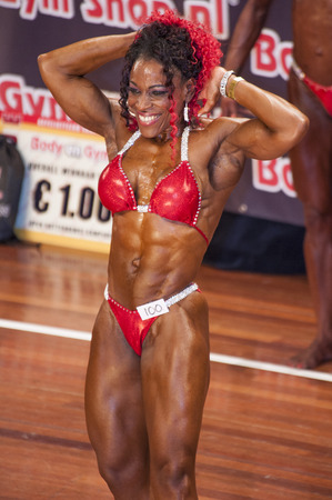 schiedam: SCHIEDAM, THE NETHERLANDS - APRIL 26, 2015: Female bikini model Lisandra Chacon shows her best abdominals and thighs pose at the 38th Dutch National Championship Bodybuilding and Fitness of the IFBB Netherlands (NBBF) on april 26, 2015 in Theatre aan de