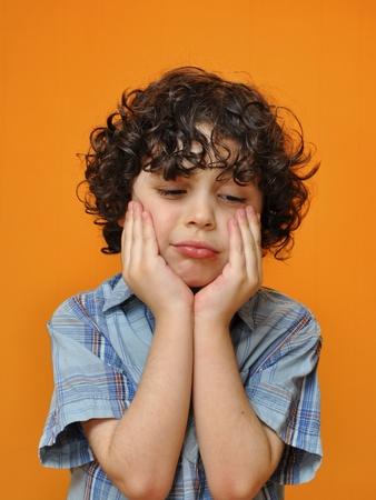 ni�os actuando: Un ni�o muestra su tristeza cuando no se le da algo