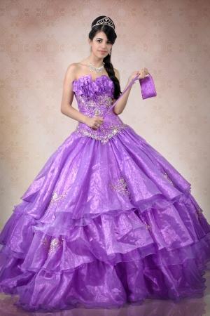紫色のドレスを着てブルネット ティーン 写真素材