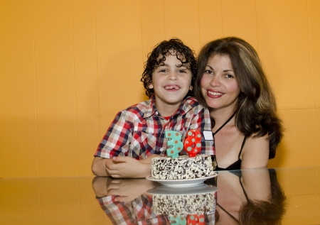 single mother: Latin single mother celebrates her birthday with his son