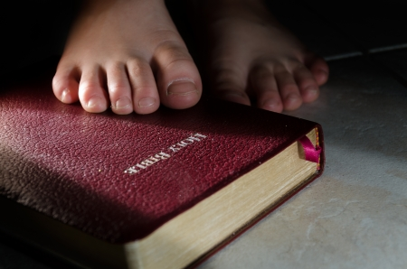 Your word is a lamp for my feet, a light on my path  Psalm 119 104-106 Reklamní fotografie