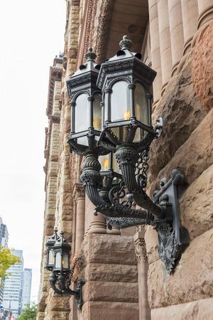Lamp Detail van de neoromaanse stijl in de Toronto Oude Stadhuis.