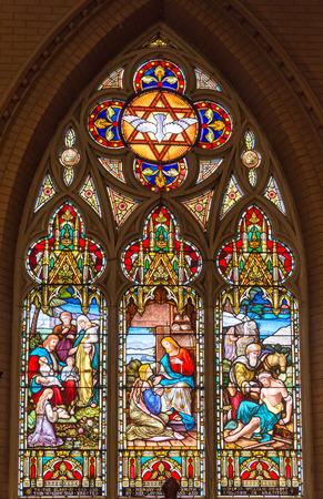 vetrate colorate: Ricezione Cristo e la benedizione dei bambini: Belle vetrate presso la Chiesa del Redentore nel centro di Toronto Editoriali