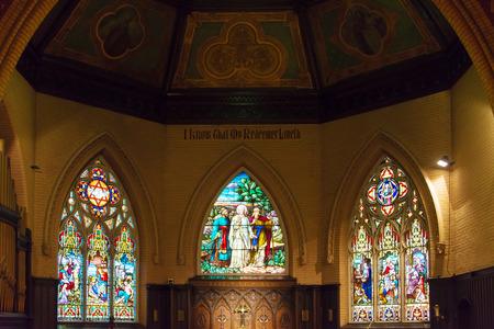 vetrate colorate: Belle vetrate presso la Chiesa del Redentore nel centro di Toronto. Editoriali