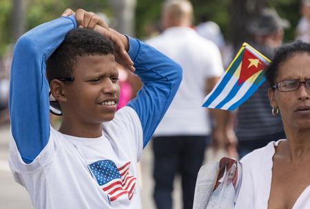 religion catolica: Escenas de Francisco a La Habana, específicamente la histórica misa católica celebrada en la Plaza de la Revolución. Banderas de EE.UU. son de estilo en Cuba, los cubanos disfrutar de las nuevas formas de tolerancia. Editorial