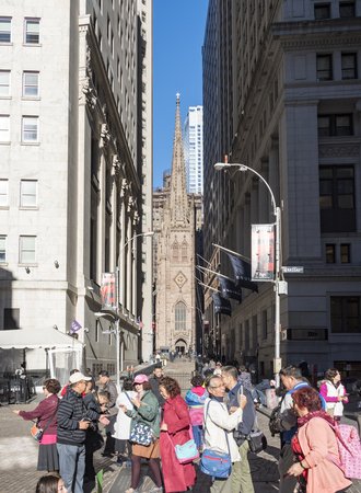 george washington statue: New Yorks Trinity Church seen from the George Washington statue in Wall Street.  Trinity Church is a historic, active, well-endowed parish church in the Episcopal Diocese of New York. Trinity Church is near the intersection of Wall Street and Broadway