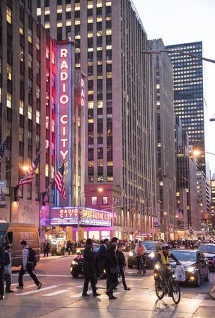 Radio City Music Hall in New York, die een entertainment locatie gelegen in het Rockefeller Center .. Zijn bijnaam is Showplace van de Natie, en het was voor een tijd de belangrijkste toeristische bestemming in de stad. Stockfoto