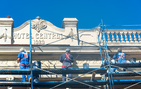 hard love: Cuba news: Government is working hard in the reconstruction of historic landmarks. Tourism love the vintage architecture of the Caribbean Island.  In the image, workers repairing the Hotel Central in the Leoncio Vidal plaza in Santa Clara