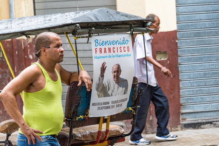 rikscha: Cuban bicitaxi with a poster of Pope Francis. Bici taxis or rickshaw are a popular way of transport in the Caribbean Island and even more in tourist areas. Editorial