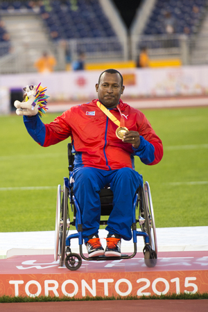 lanzamiento de disco: Leonardo Diaz from Cuba wins the gold medal in the Mens Discus Throw F545556 Final during the Toronto Parapan Am Games