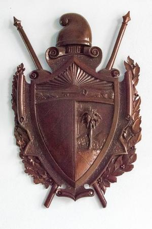 Escudo de armas de Cuba de la vendimia de madera. Foto de archivo - 53497177