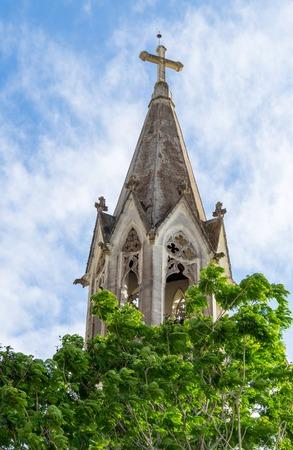 sacre coeur: Eglise catholique du Sacr�-Coeur de J�sus situ� sur la place Pablo Frias Escalopion