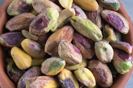 Raw pistachios without shell (no shell). Pistachios are a nutritionally dense food, they provide important vegetal protein and B vitamins.
