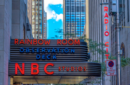 NBC studios in New York City: Historic 30 Rockefeller plaza in Midtown Manhattan is home to NBC studios, an observation deck, and a nightclub Rainbow Room. The radio city music hall is in the backgrou 報道画像