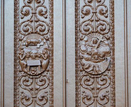 Architectural details of the main Catholic church wooden door. The colonial building is a famous place and a tourist attraction Imagens