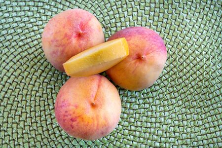 Large peaches grown in the province of Ontario. Peaches are a healthy food because they are rich in potassium plus vitamins A, C, and E 版權商用圖片