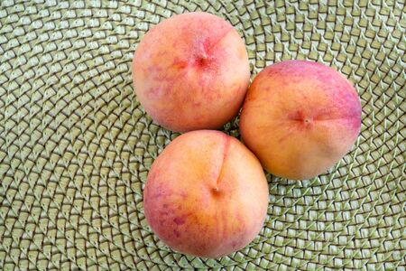 High angle view of peaches grown in the province of Ontario, Canada. Peaches are rich in potassium which makes them a good food for maintaining a low blood pressure. 版權商用圖片