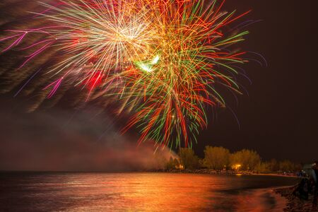 Toronto, Canada, Fireworks during Victoria Day in Ashbridges Bay. The Holiday honors the Queen of England and is a tradition in the country 版權商用圖片