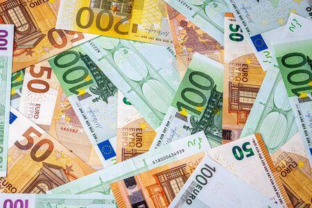 Contexte des billets en euros. Le concept de richesse et de prospérité. Toile de fond abstraite pour la conception.