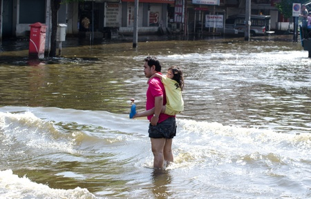 BANGKOK THAILAND – NOVEMBER 13: Scenes from Bangkok during its worst flooding in decades is a major disaster on November 13, 2011  in Bangkok, Thailand. 에디토리얼