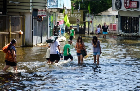 BANGKOK THAILAND � NOVEMBER 13 : the victims of flood waiting for higher vehicle in Phahon Yothin Road November 13, 2011 in Bangkok, Thailand. Editorial
