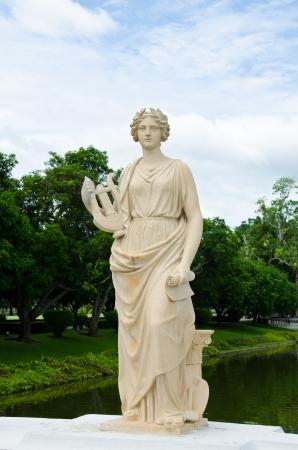 diosa griega: Estatua femenina de mármol Foto de archivo