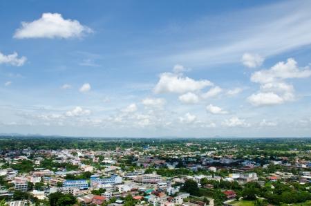 mundo contaminado: Vista a�rea de la ciudad, Uthai Thani, Tailandia Foto de archivo