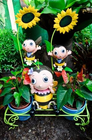 bee garden: Doll abeja jard�n decoraciones Foto de archivo