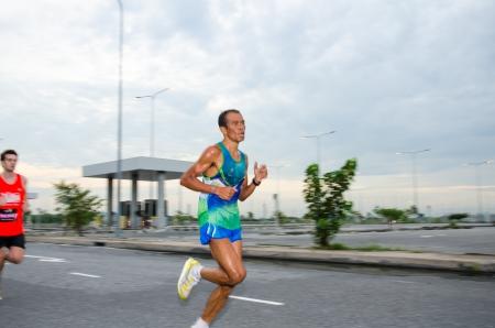 adidas: Suvarnabhumi Airport - 8 september Unidentified marathon loper op Adidas Koning van de Weg 2013 op 8 september 2013 in Suvarnabhumi Airport Samut Prakan, Thailand