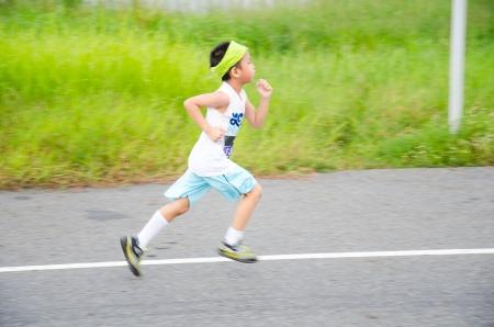 SUVARNABHUMI AIRPORT - SEPTEMBER 8: Unidentified marathon runner at Adidas King of the Road 2013 on September 8, 2013 in Suvarnabhumi Airport Samut Prakan, Thailand. 報道画像