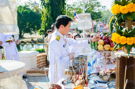 heroic: SING BURI, THAILAND - FEBRUARY 4 : Unidentified bureaucrat of Sing Buri  respecting soul heroic people of Bangrachan (defence the nation was 277 years ago) at The Bangrachan Heroes Monument, on February 4, 2015 in Sing Buri, Thailand.