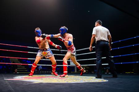 BANGKOK -FEBRUARY 6: Dale B. with Homas K. in Krudam Fight 4 on Muaythai Day at Asia Tique on February 6, 2016 in Bangkok, Thailand. Redakční