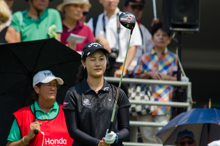 tee off: CHONBURI - FEBRUARY 27 : Xi Yu Lin of China in Honda LPGA Thailand 2016 at Siam Country Club, Pattaya Old Course on February 27, 2016 in Chonburi, Thailand.
