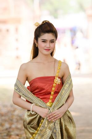 femme thaïlandaise traditionnelle vinaigrette. Portant sur d'importantes Jour, Jour / Culture Nouvel An traditionnel Banque d'images