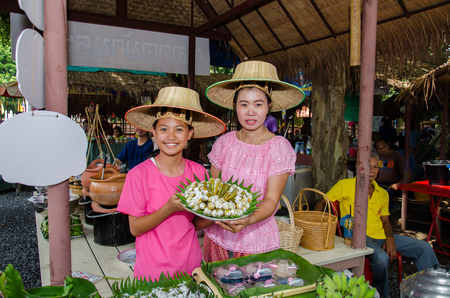 singburi: SINGBURI - OCTOBER 1 : Thai people and tourists walking shopping at Culture Market (Traditional food and fruit) on October 1, 2016 Singburi, Thailand.