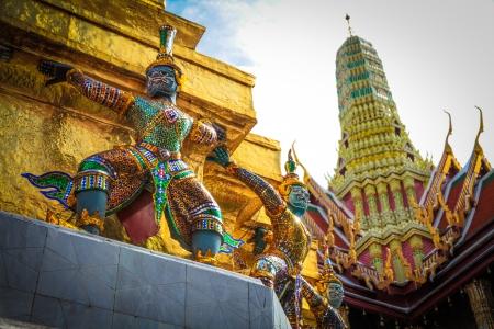 Einige Statue in wat Prakaew. Thailand Standard-Bild