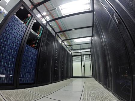 Innenansicht der modernen Rechenzentrum, Serverraum. Lizenzfreie Bilder